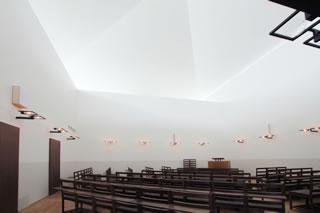 北区 西都教会 礼拝堂内