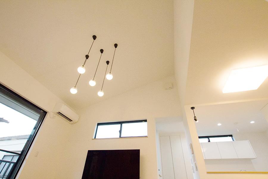 開放的なリビングのお家 天井