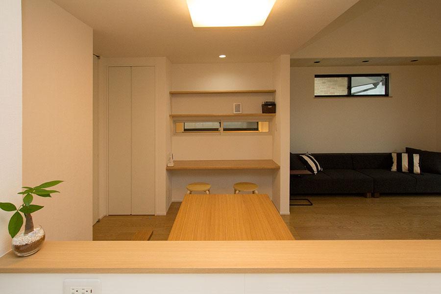 開放的なリビングのお家 キッチン3