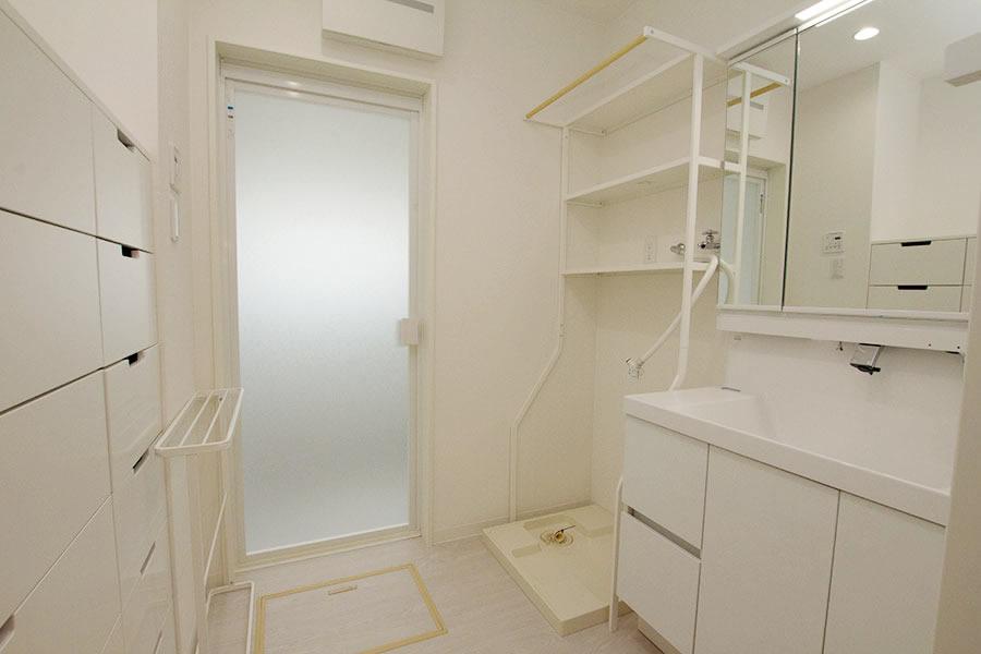 開放的なリビングのお家 洗面所