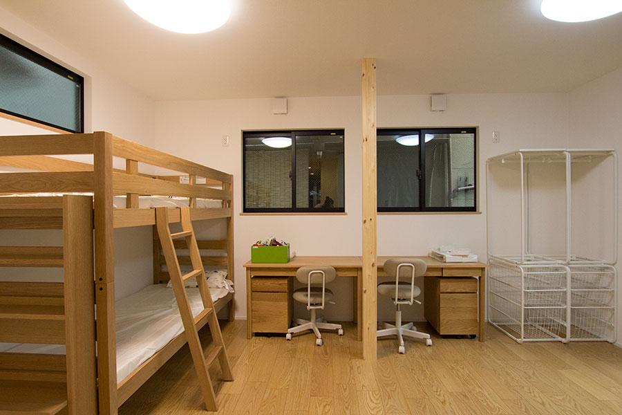 開放的なリビングのお家 子供部屋1