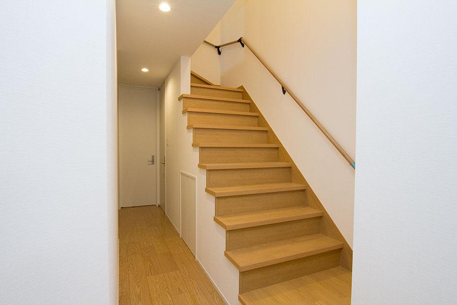 開放的なリビングのお家 階段
